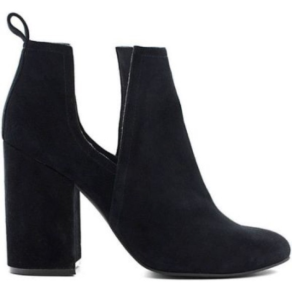 Shoes - Steve Madden Naomi Ankle bootie